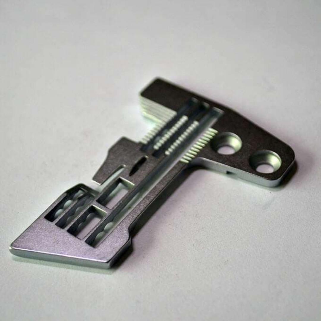 Игольная пластина 20115003 для пятиниточного оверлока 3x5 мм