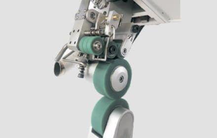 Автоматизований процес проклеювання на машині BRUCE BRC-6100