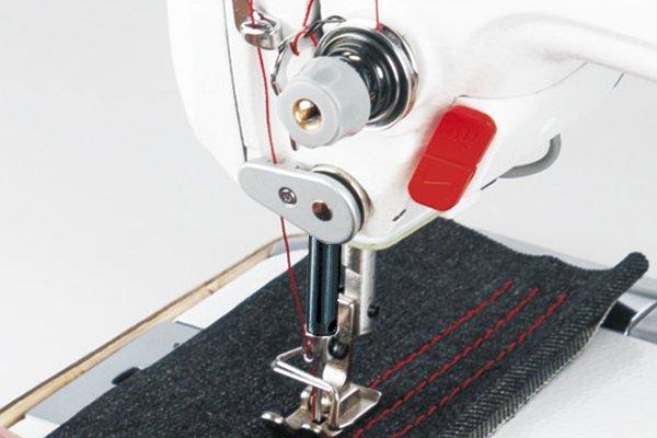 BRUCE R6F-H, 1 голкова промислова швейна машина безпосадочна, з напівсухою головкою, і автоматичними функціями